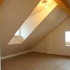 appartement A - combles - chambre 1 - lucarne