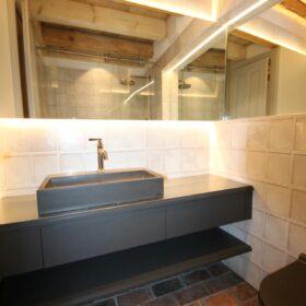 independent bathroom