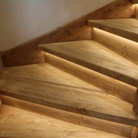 escaliers lumineux (bandeau LED sous chaque nez de marche)