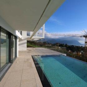 terrasse sud et piscine à débordement