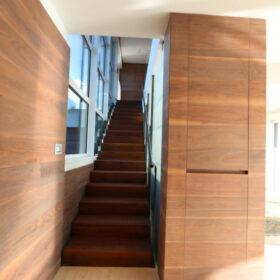 escaliers en structure métallique et revêtement en bois
