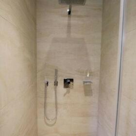 douche ensuite de la chambre 4