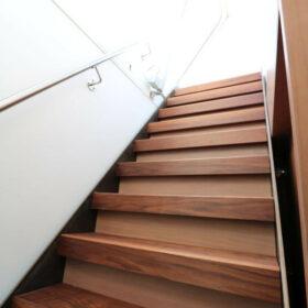escalier d'accès à la terrasse en toiture