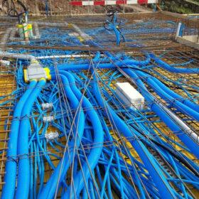 TRAVAUX - bétonnage de la dalle sur rez - passage de tubes