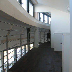 ouvertures jusque sous la toiture