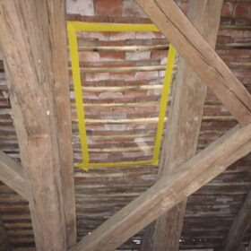 positioning of the roof windows between the rafters